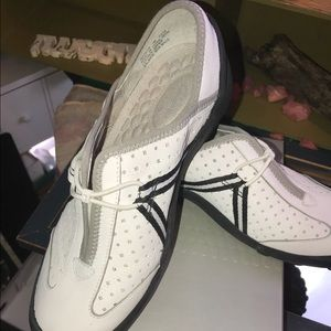 NWT by Clark white and black sneaker slips